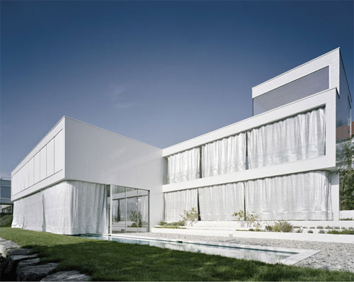 2011 Minimalist House with White Wall Color