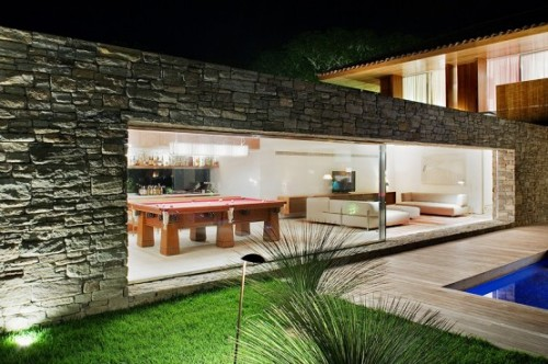 2012 Minimalist Home Art with Luxury Architecture