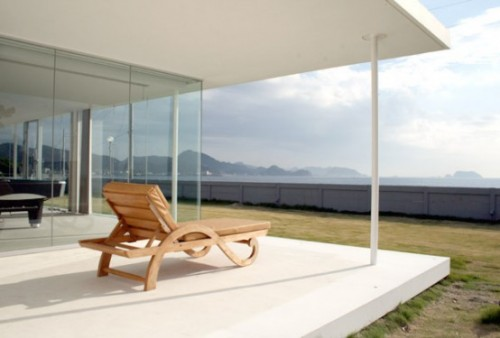 2011 Minimalist Home with Beach Side Designs
